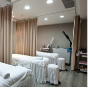 Laser treatment room with complete and advanced laser equipment.